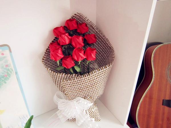 > 彩虹玫瑰 折纸玫瑰花束