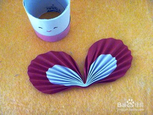 原料/工具  卷纸芯 彩色纸 毛根 胶水 剪刀 笔 方法/步骤 1.