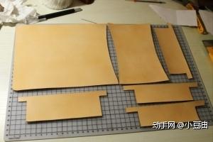 根据Collen_劉尼瑪提供的图纸,在皮肉面画好线。涂好创面处理剂打磨,正面涂一遍牛脚油等干,再涂一遍皮革保养膏,等干。最后裁下来如图。