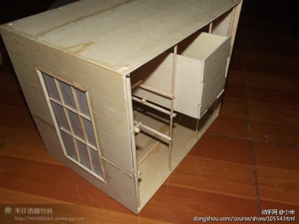 冰棍棒制作小木屋收纳盒我曾经做过一个小木屋,非常普通,朋友提醒我