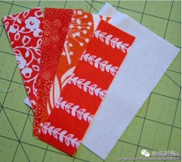 """裁切6块红色布料1.5"""" x 5"""",白色背景布料3.5"""" x 5"""" 。"""
