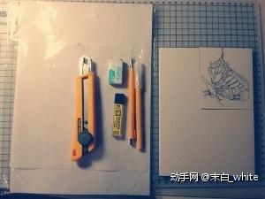 基本工具: 硫酸纸、壁纸刀、小橡皮(描图的时候描错时候用的)、樱花铅芯、0.3自动笔、OLFA AK-3 笔刀、一块橡皮砖(TB都有卖),对了还需要准备一块可塑橡皮(或胶带,可塑橡皮不要选太黏的,会黏在章子上面)