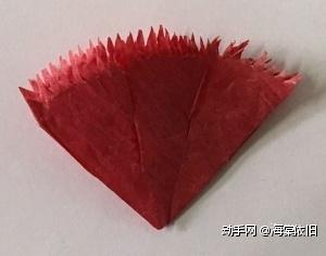 打开成如图形状,将每条折痕剪开2/3。