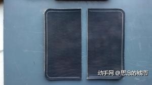 这两个是粘在内里上的,一个是上钥匙链的皮,另一个是放公交卡的。