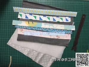 裁剪出 30*25cm牛仔表布、铺棉、里布各一块 拉链一条 碎布条若干