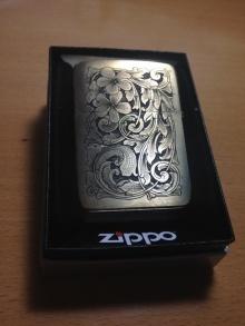 手雕ZIPPO打火机一只