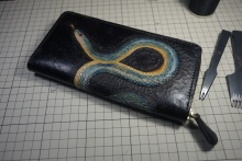 皮雕拉链手包