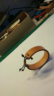简单皮雕手环