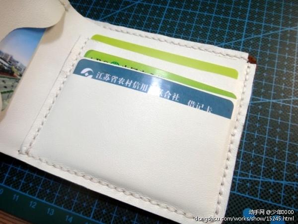 客人定制的撞色钱包外层打蜡牛皮,内衬白色超软小羊皮,根据客人要求没有封边(已售),纪念下