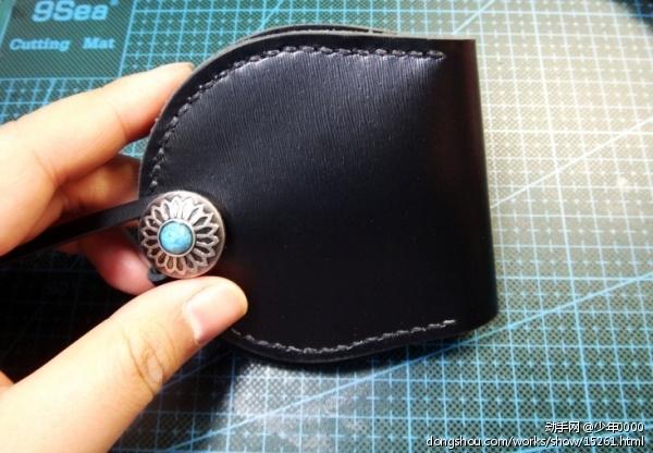 全黑色配银色绿松石扣零钱包,两边都可装硬币,发张图纪念下