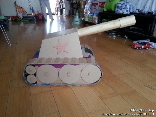 纸品 > 纸箱子做的坦克  幼儿园国庆节布置了作业:亲子环保手工制作.