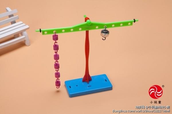 实验步骤:1)认识实验器材:双面胶天平尺