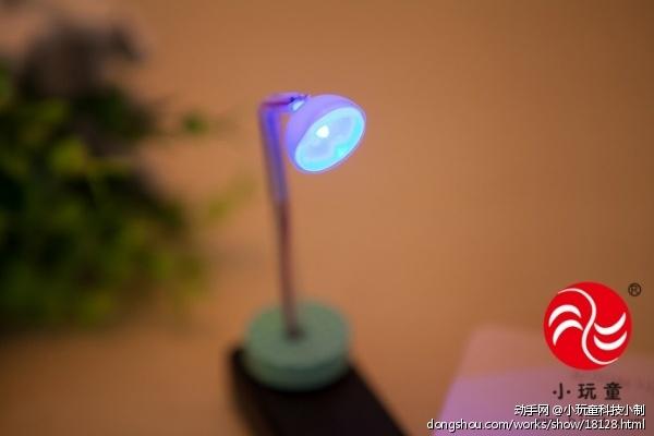 自制小台灯实验器材  实验重点:    认识电子元件符号,画出串联电路图