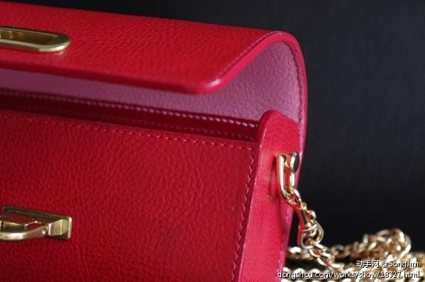 正红色小挎包