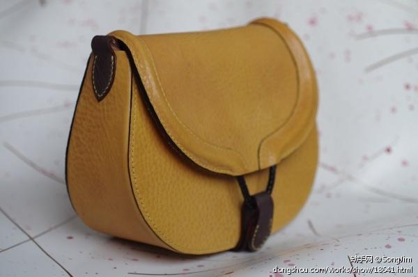 黄色马鞍包