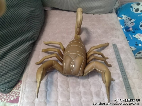 一只大蝎子