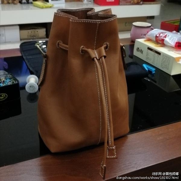 栗色水桶包